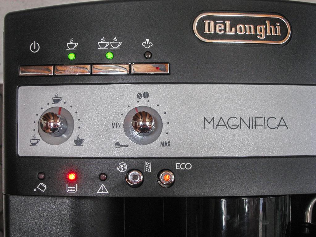"Der Kaffeevollautomat meldet: ""Auffangbehälter voll"""