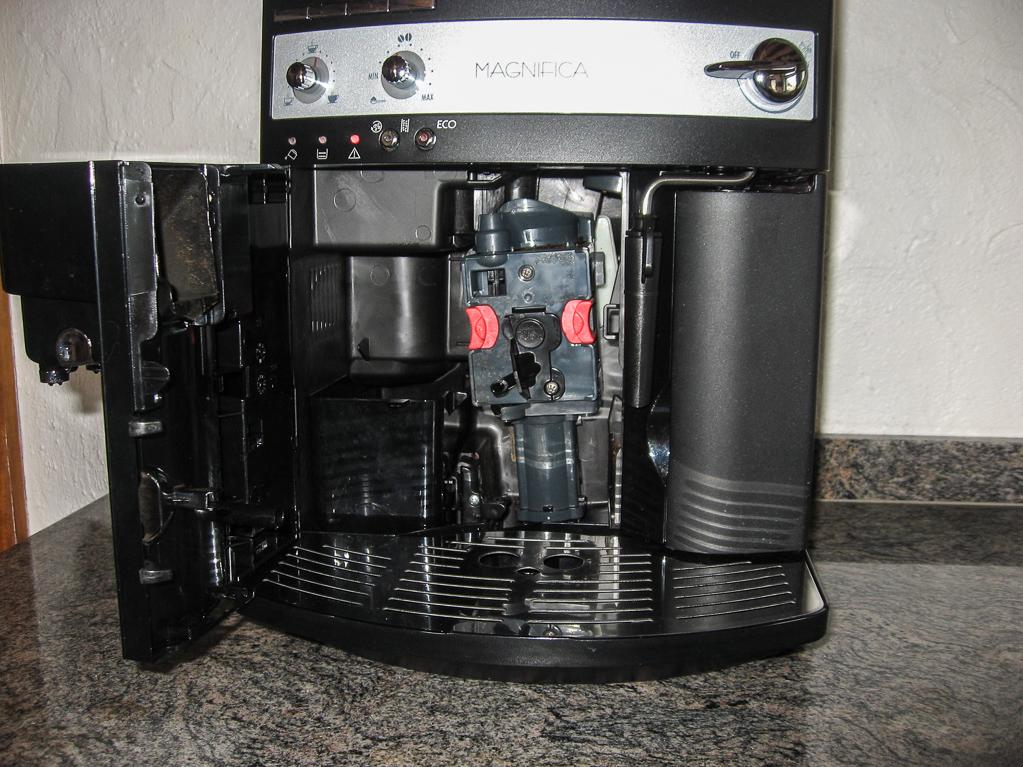 Der Kaffeevollautomat nach der Reinigung