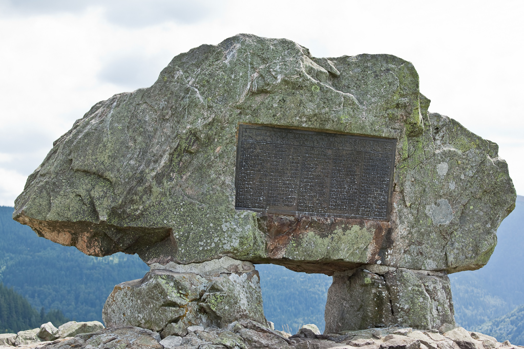 Wandern überm Himmelreich - Namenstafel im Ehrenmal auf dem Hinterwaldkopf