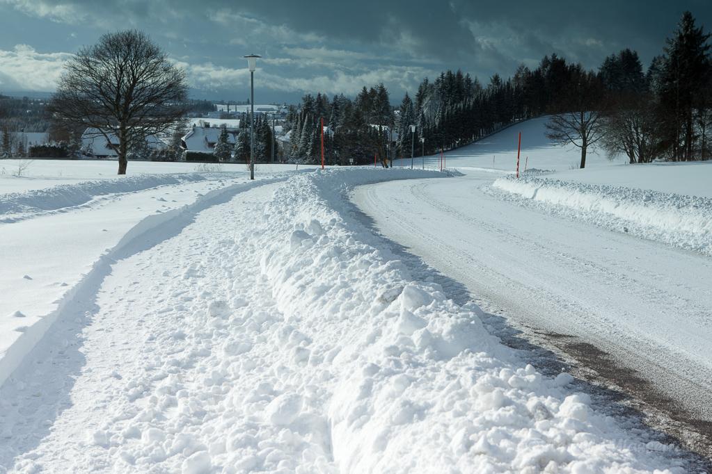 Straße im Schnee von Höchenschwand nach Heppenschwand