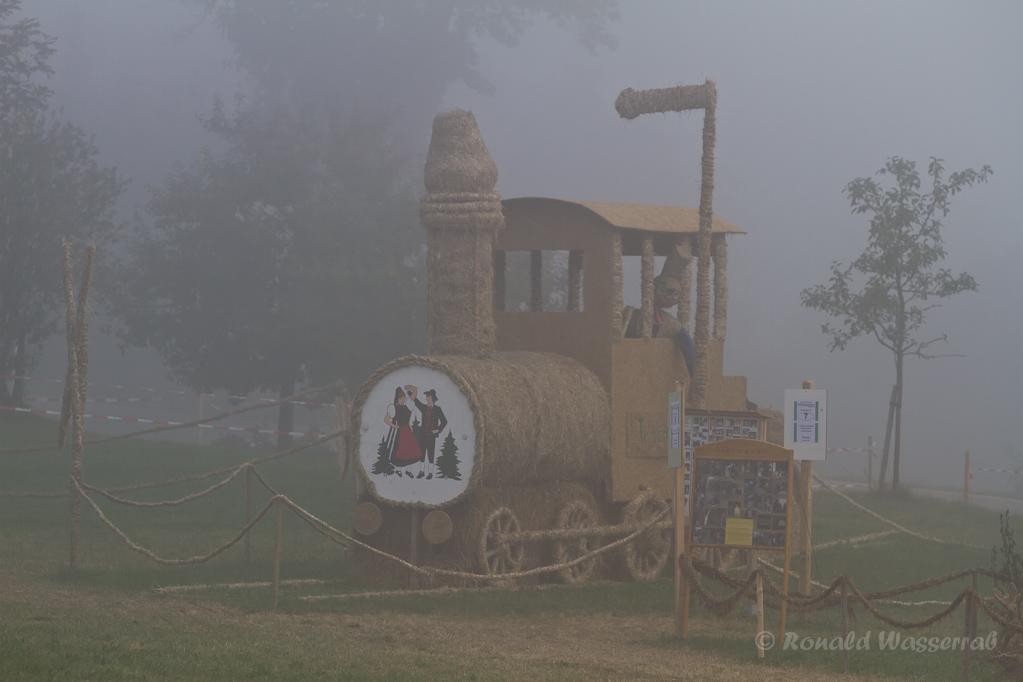 Strohskulpturen - Lokomotive in Höchenschwand