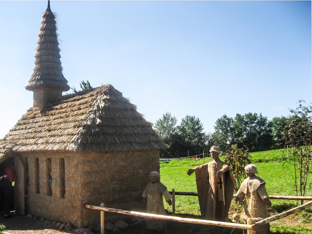 Strohskulpturen - Strittberger Kapelle