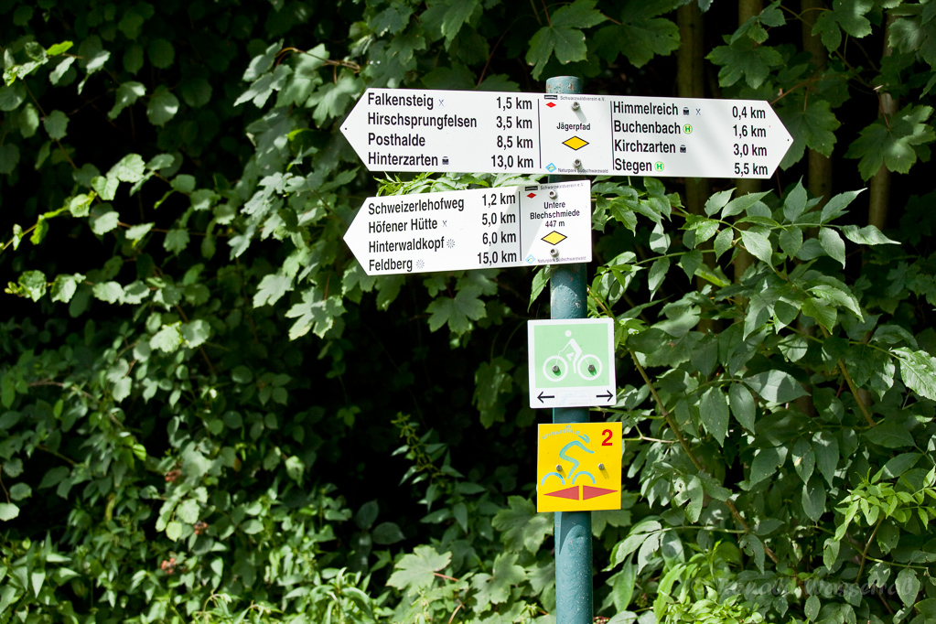 Wandern überm Himmelreich - Wegweiser Abzweig Feldberg Nähe Himmelreich
