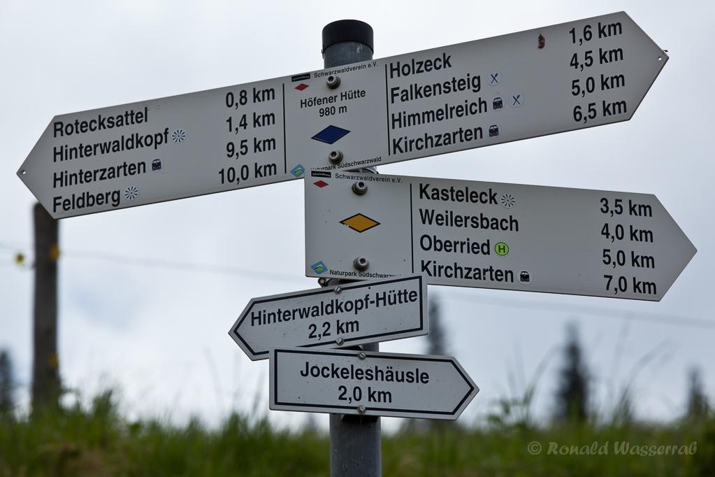 Wandern überm Himmelreich - Wegweiser an der Baldenweger Hütte