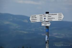 Wandern überm Himmelreich - Wegweiser auf dem Hinterwaldkopf